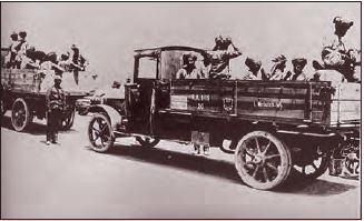 Kut'ül-Amâre'de esir alınan İngiliz birlikleri içindeki Hintli askerler cephe gerisine gönderiliyorken, 1916